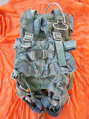 Military Parachute: A/P22P-11 Crew Back Pack Display