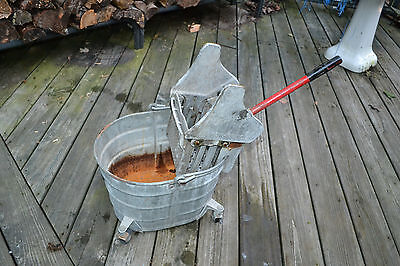 GALVANIZED Mop BUCKET Vtg PRIMITIVE INDUSTRIAL COUNTRY Farm PLANTER Geerpres