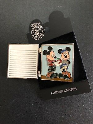 Disney - Disneyland - Mickey and Minnie Mouse - Composition Book Pin