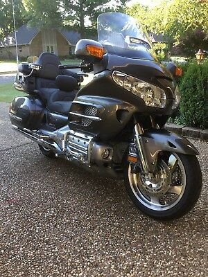 2010 Honda Gold Wing  Immaculate condition!  Only 2600 miles! History report attached.