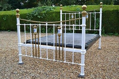 Lovely Antique Victorian 4ft 6in Double Brass & Iron Bedstead & sprung bed base