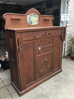 1890s Gorgeous Antique Murphy Bed in good condition