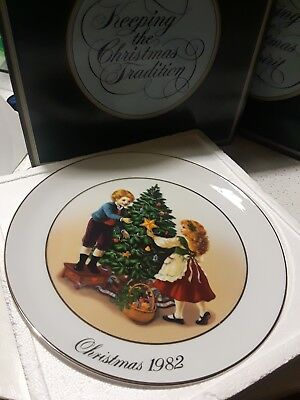 "1982 AVON CHRISTMAS MEMORIES PLATE ""Keeping the Christmas Tradition"" 22k"