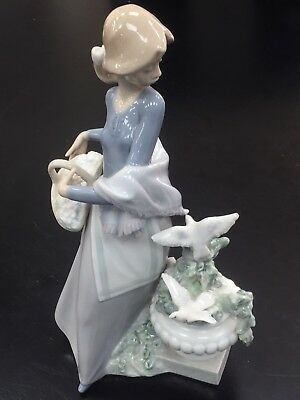 """Lladro 5416 Girl in The Garden with Dove Birds Porcelain Figurine 9 1/2"""" Tall"""