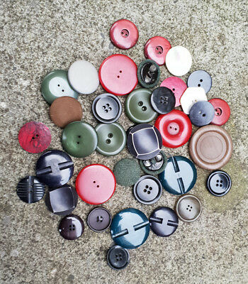 39 old/vintage Large Size Plastic Buttons Job Lot, mixed sizes , mixed colours