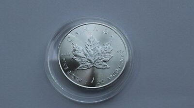 "2017 Silver 1 oz Canadian Fine Silver "" Maple Leaf "" 9999 Bullion Coin"