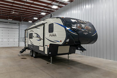 New Palomino Puma 255Rks 1/2 Ton Rear Kitchen 1 Slide Fifth Wheel Tow Your Boat