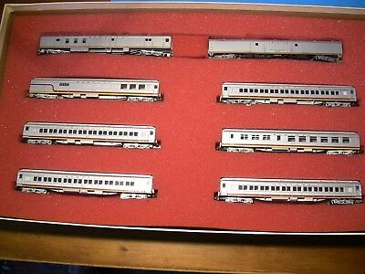 """N Scale - ATSF """"Valley Flyer"""" set - Model Power Loco and 8 cars"""
