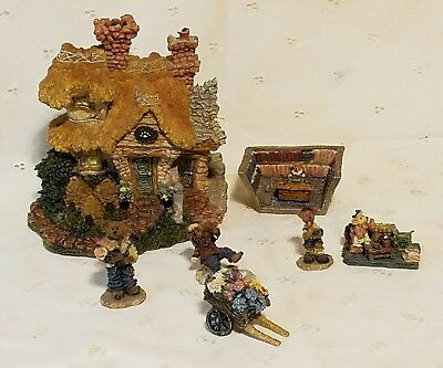 Boyds Town Bearly Built Village #2 Bailey's Cozy Cottage with 6 Figurines