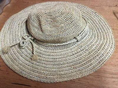 Helen Kaminski sunhat.Raffia. Small size.Ladies.preowned in great condition.