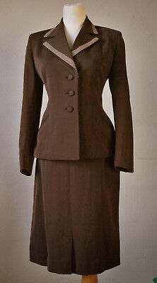 1940s Amazing Brown suit with checkered collar!