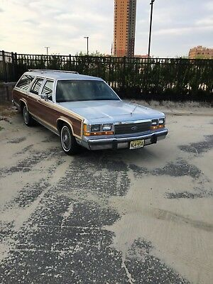 1990 Ford Crown Victoria Country squire 1990 Ford LTD Country Squire Station wagon