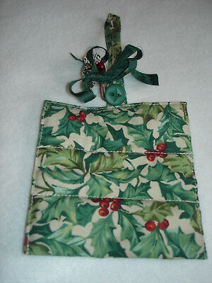 Longaberger garter  American Holly handle gripper with pinecone embellishment
