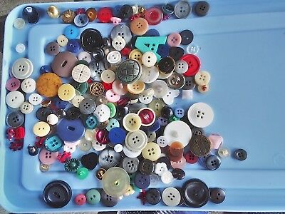 INCREDIBLE MIX! 200 pcs MIXED LOT OLD-VINTAGE & NEW Buttons ALL TYPES & SIZES 6