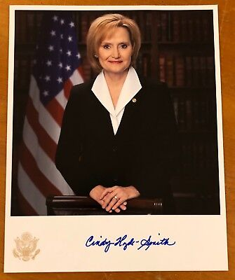 """CINDY HYDE SMITH, 100% AUTHENTIC AUTOGRAPHED 8"""" x 10""""  PHOTO,MISSISSIPPI SENATOR"""