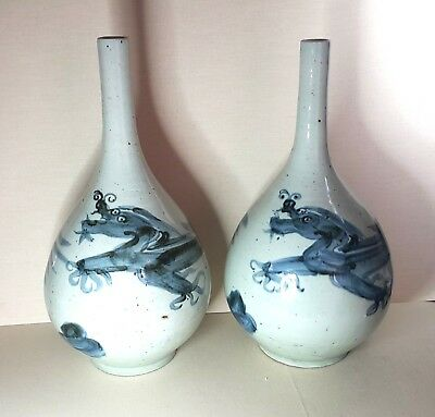 Antique A pair of Chinese porcelain vases, Dynasty Ming.