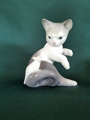 """Lladro # 5236 """"Cat And Mouse"""""""