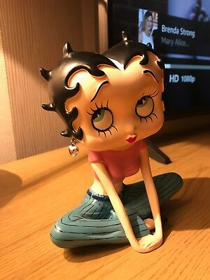 Betty Boop figurine sitting Cross Legged pink top-2017 King Features Syndicate