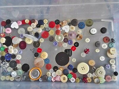 INCREDIBLE MIX! 200 pcs MIXED LOT OLD-VINTAGE & NEW Buttons ALL TYPES & SIZES 13