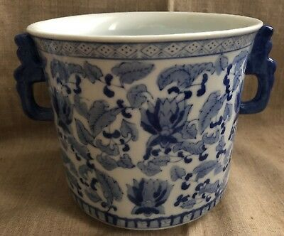 MAGNIFICENT VINTAGE CHINESE BLUE AND WHITE PORCELAIN VASE with HANDLES /PLANTER