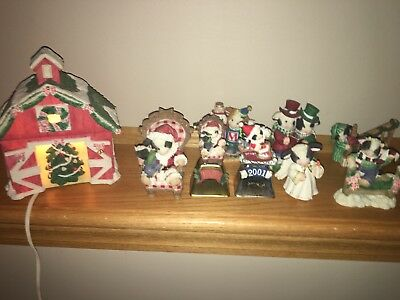 Mary's Moo Moo's Christmas New Years Lot Of 9 Figurines Lighted Barn