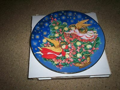 Avon Trimming The Tree Christmas Plate 1995 In Original Box