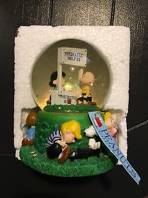 Peanuts Musical Snow Globe The Doctor is in Psychiatric Help Lucy  8206 Westland