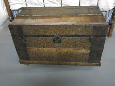 Antique Steamer Trunk, Tin / Wood Ornate (late 1800 - Victorian}