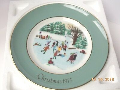 """1975 Avon Christmas Collectors Plate """"Skaters On The Pond"""" by Enoch Wedgwood"""