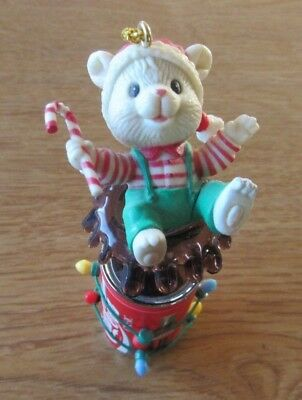1996 Enesco A SPLASH OF COOL YULE Teddy Bear Ornament COCA COLA Fountain Of Coke