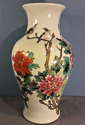 Vintage Large Chinese / Oriental Vase 30cm Tall, with Artist Colophon