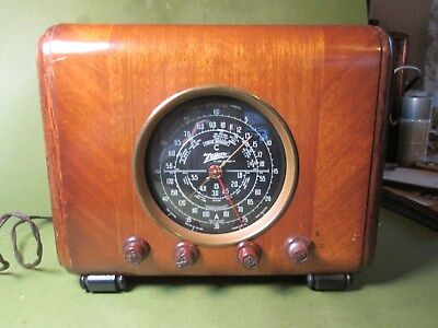 Antique Wood Zenith Vintage Tube Radio With Black Dial   Broadcast and Shortwave