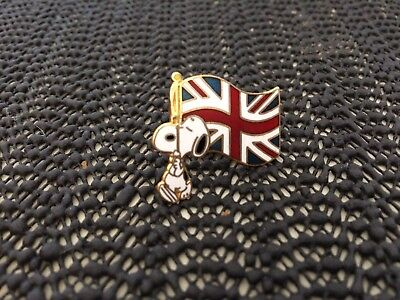 Vintage Snoopy Pin - Carrying the Union Jack (British Flag) c.1958