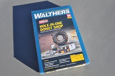Model Railroad HOLE IN ONE DONUT SHOP  * WALTHERS HO SCALE MODEL NO 933 3768