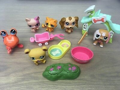 6 Littlest Pet Shop figures and accessories. 2 are motorised. Ideal Stocking