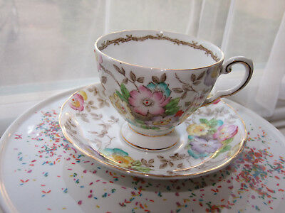 BEAUTIFUL VINTAGE  TUSCAN VICTORIAN STYLE TEACUP & SAUCER 1940s