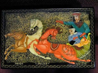 Vintage Russian Hand Painted & Artist Signed Lacquer Box
