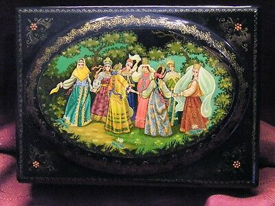 Domed Vintage Russian Hand Painted & Artist Signed Lacquer Box
