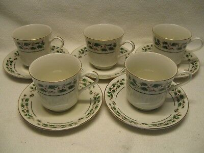 Fine China of Japan Holly (5) Cups & Saucers Christmas Excellent Condition