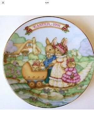 1991 Avon Easter Collector Plate Springtime Stroll Trimmed in 22K Gold