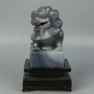 Chinese Exquisite Hand-carved lion beast carving agate statue
