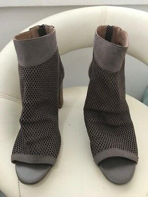 Diana Ferrari taupe leather lattice shoes with heels Size 10.5