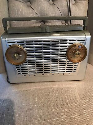 Vintage 1957 RCA Victor Portable-Battery/AC-Tube Radio Model 8-BX-5H