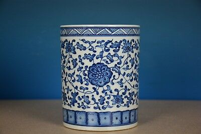 Elegant Antique Chinese Blue And White Porcelain Brush Pot Marked Yongzheng A829
