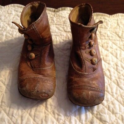 Vintage Victorian brown leather child's 5 button shoes