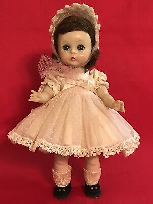 Madame Alexander Kin SLW Doll In Wendy loves Pinafores # 429. Very Cute!