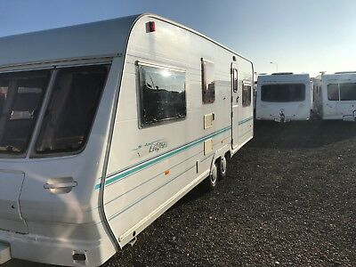5 Berth Lunar Solar Eclipse 615 Twin Axle 2001/02 With Awning & Starter Pack