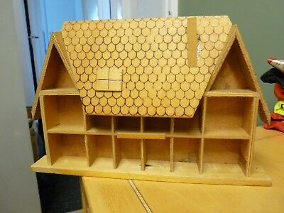 Lovely Thimble Rack In The Shape Of A Country Cottage - Holds 14/16 Look