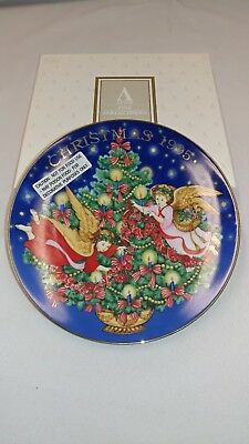 "Avon 1995 Christmas Collector's Plate ""Trimming The Tree"". NIB"