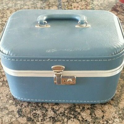 1970's VINTAGE COSMETIC  TRAIN CASE